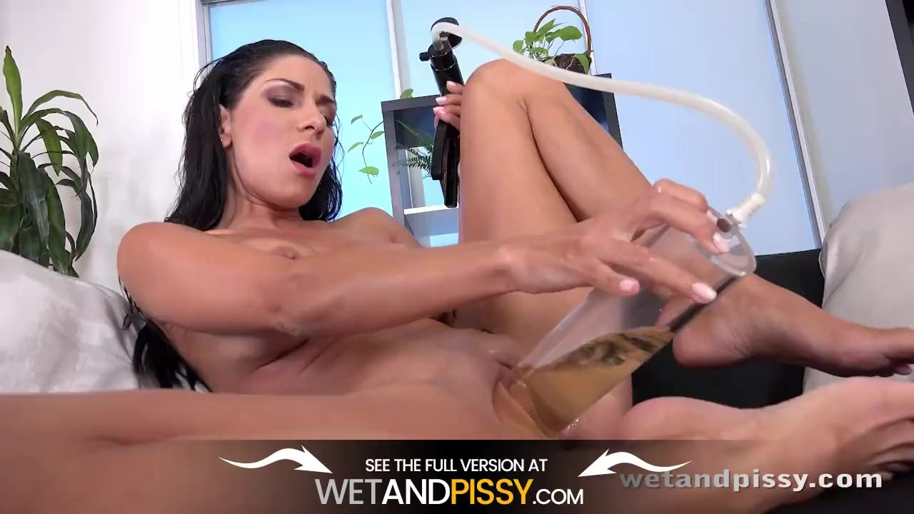 Wetandpissy - Piss Soaked Toy Play