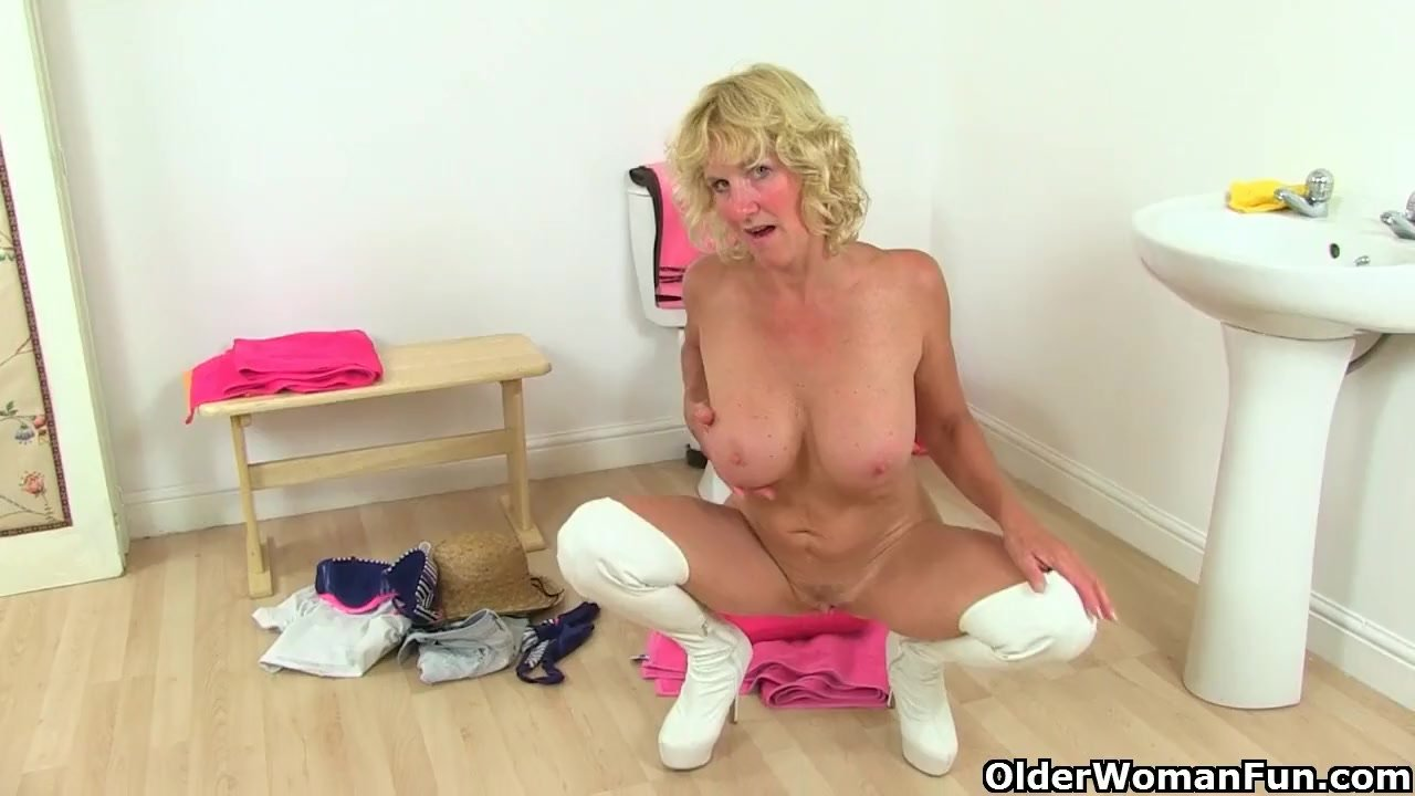 British milf Holly Kiss dildo fucks her hungry cunt