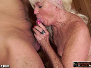 21Sextreme Granny Blows him in the Sauna ...