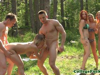 Študentské orgie v lese na stanovačke