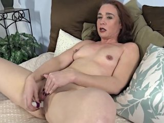 Hot latin makes herself cum on 2016camgirls...
