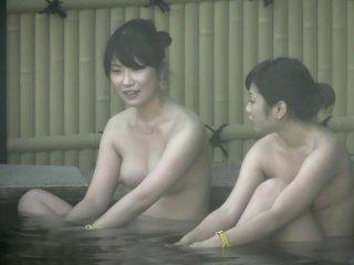 露天風呂でまったりしている素人娘たちを盗撮||素人,盗撮,多人数,女複数,露天風呂