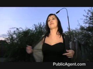Reálny sex na verejnosti za peniaze