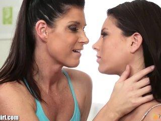 Mama utešuje dcéru