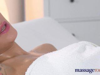 Ruská kráska si užíva masáž