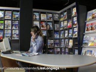LissLonglegs Scharfe Hausfrau fickt Open-air