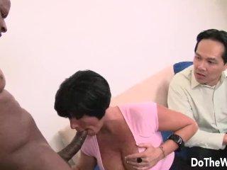 MILFka v poradni s manželom vyskúša sex s černochom