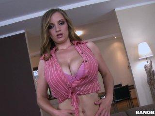 Sun Suzie's Big Tits Bounce A Lot