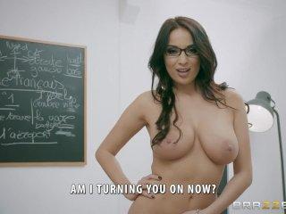 Francúzska sexy učiteľka trestá žiaka sexom