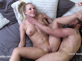 Blondínka ma rada drsný sex