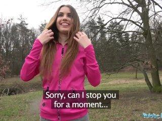 Teenka si pri cvičení jogy privyrobí sexom v lese