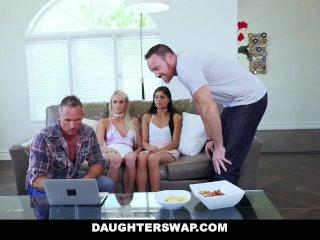 Zvedú svoje sexy dcérky