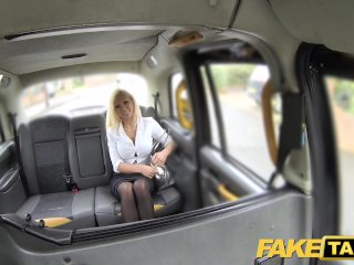 Fake Taxi Hot šofér si užije s prsnatou úradníčkou