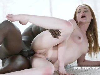 Samička si vyskúša sex s černchom na zasneženej chate