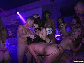 Bláznivý grupák v klube