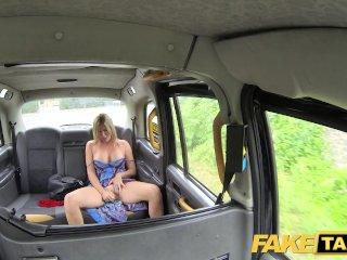 Sexy mamina si užije v taxíku