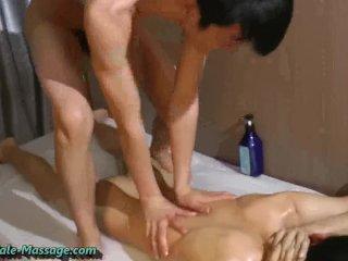 Den asiatiske massøren og klienten