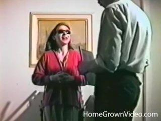 Den brunette kone går til gynækolog