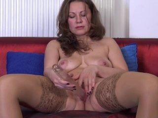 Den modne husmor og hendes dildo