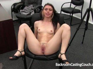 Mladá latinka vyskúša sex kasting