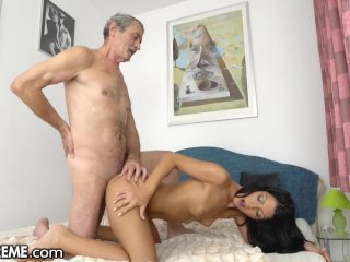 Den gamle mannen och den sexiga tonåren