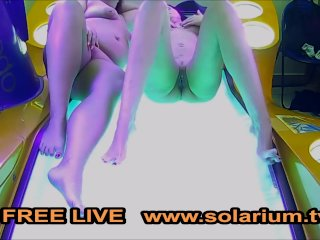 Dve MILFky spolu v soláriu