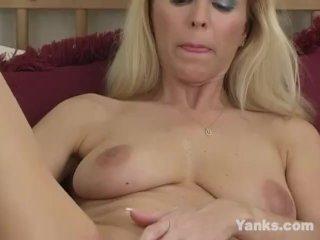 Yanks Milf Nicole Moore Masturbates