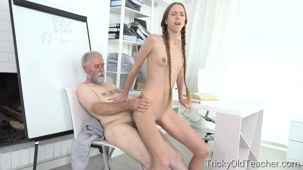 Очень молодая с учителем порно