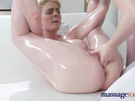 massage rooms first time masseuse has orgasmic lesbian sex