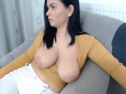 chilling boobs out fr from spicygirlcam,com