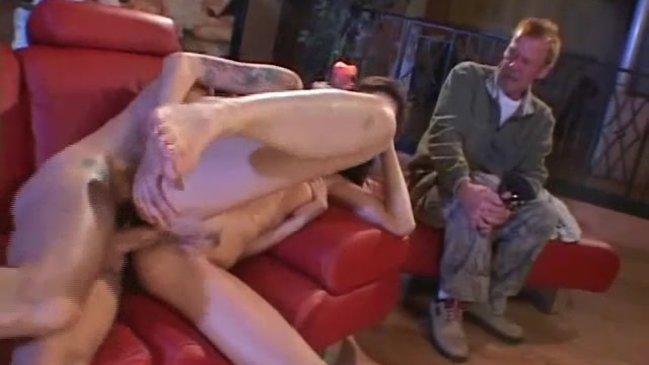 Кайфует от секса со своими приятелями