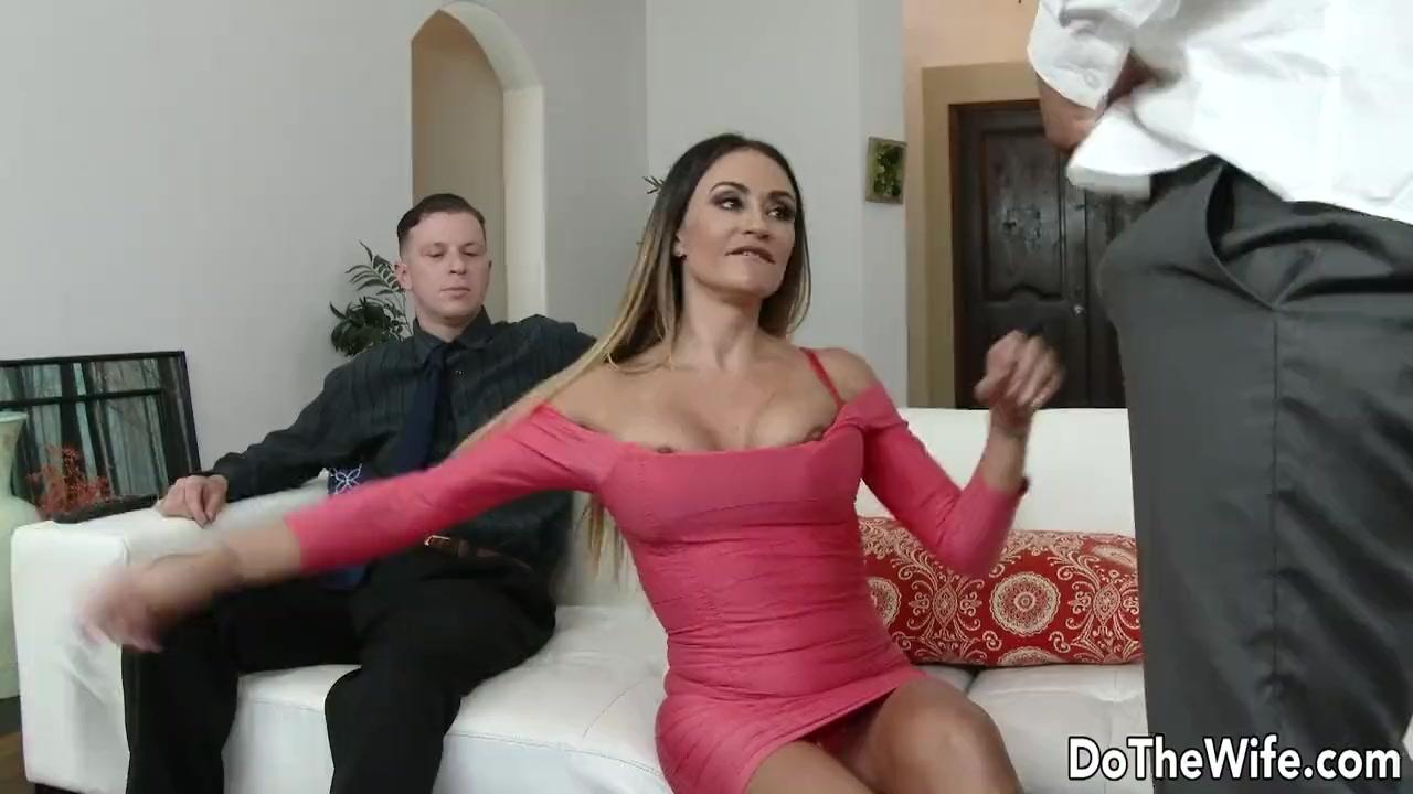 Рогоносец подарил своей жене шлюхе мужика по вызову